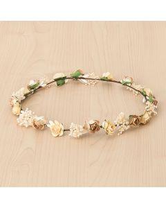 Corona con rosas pequeñas y flor seca