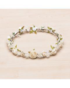 Corona floral con pequeñas rosas y gypsophila