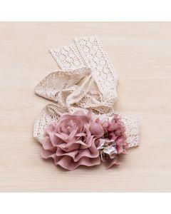 Cinta fajín con tiras de encaje y flores rosas