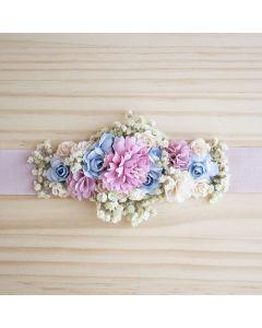fajin comunion flores de tela y manzanilla sobre cinta
