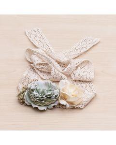 Fajín con cintas de ganchillo y flores grandes con gysophila-Verde Mar